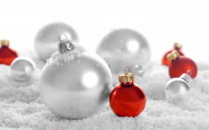 silver_and_red_christmas_balls-wide